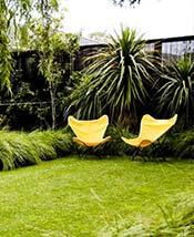 decoración jardines modernos sillas