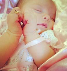 vestir bebé bautizo anillo