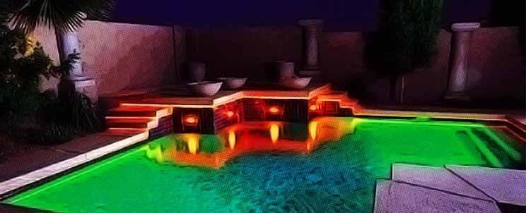 Iluminaci n moderna de una piscina for Luces modernas